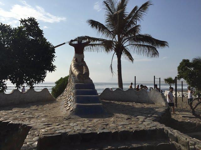 ワンチャコ海岸のモニュメント