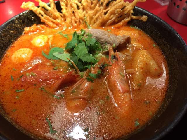 大心の酸辣海陸麺