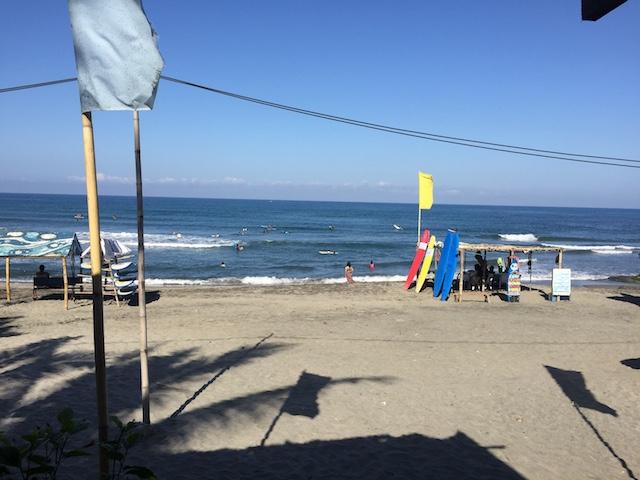 サンファンビーチの波。小さい。