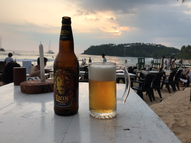 ミリッサビーチでライオンビール