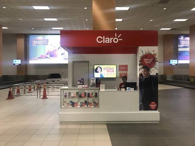 リマ空港荷物受け取りエリアのClaro