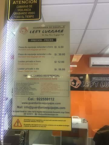 リマ空港の手荷物預かり所の料金表