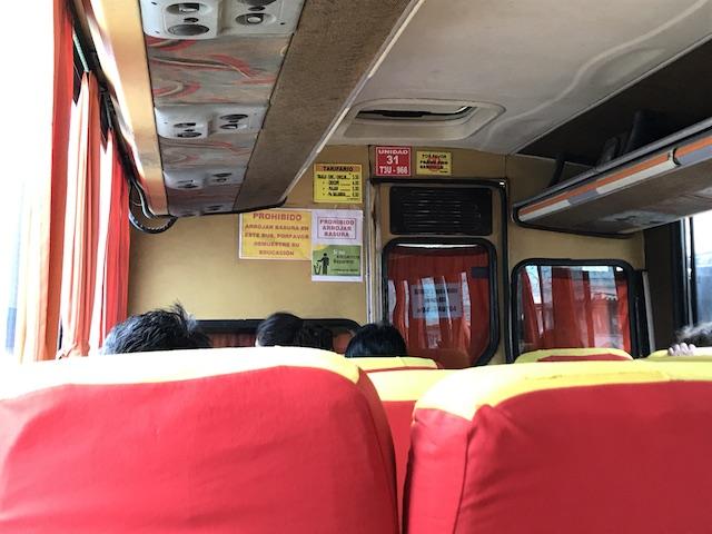 チカマ行きのバス車内