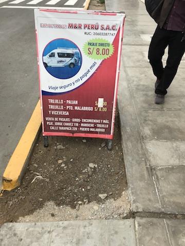 チカマの乗り合いタクシー乗り場