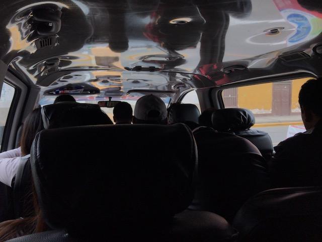 チカマからワンチャコへの乗り合いタクシーの車内