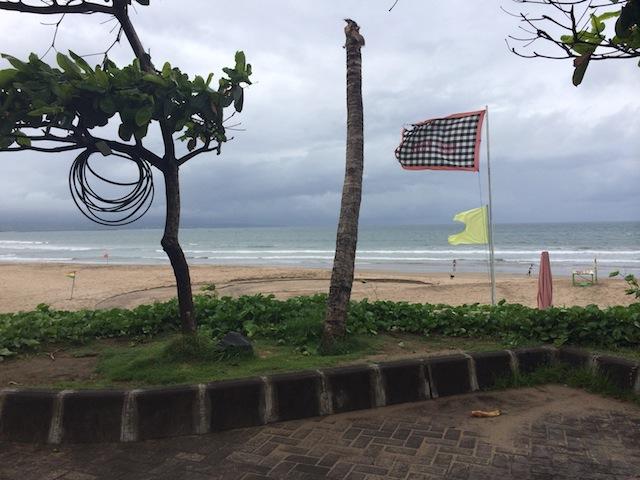 雨季のレギャンビーチ