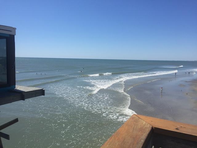 桟橋からココビーチの波チェック