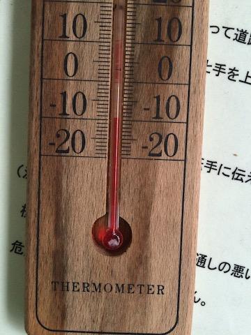 ノシャップバス停内の温度計